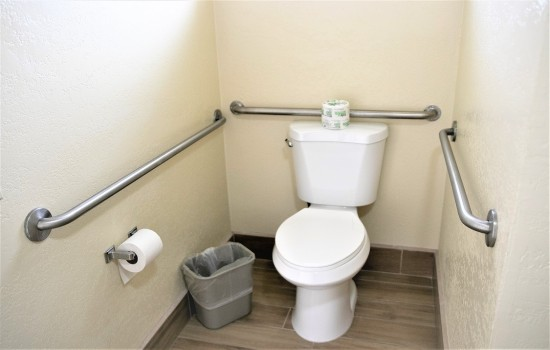 Welcome To Harbor House Inn - Accessible Private Bathroom