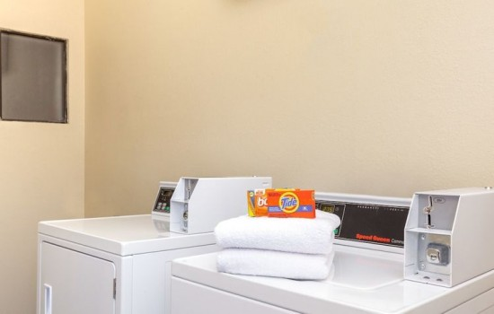 Welcome To Harbor House Inn - Guest Laundry