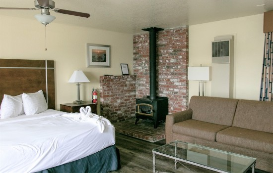 Harbor House Inn: King Suite