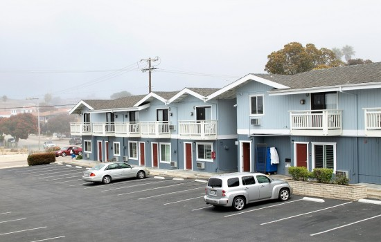 Welcome To Harbor House Inn - Ample Parking